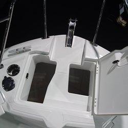 Barracuda 8 - luker i front