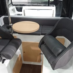 Barracuda 8 - vendbare stoler i styrhuset