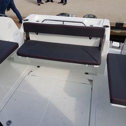 Barracuda 9 - Akterdekk med benker som er enkle å vippe og og ned