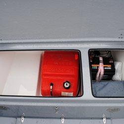 460 SC - rom til bensintank og batteri