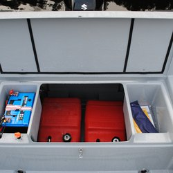 Hobby 555 Proff - tankrom med plass til 2 bensintanker og 2 batteri