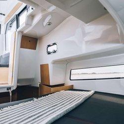 Barracuda 9 - Frontkabin og stikk-kabin